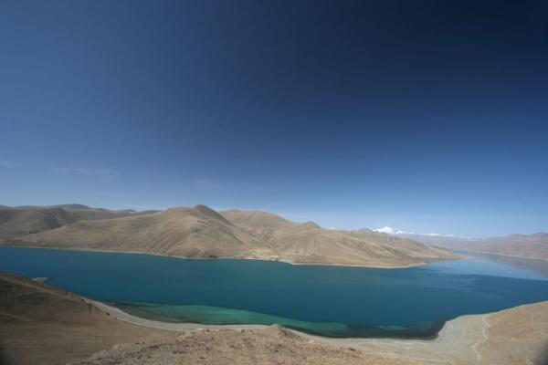 Picture of Yamdrok Lake (China): Barren Tibetan landscape with Yamdrok Tso
