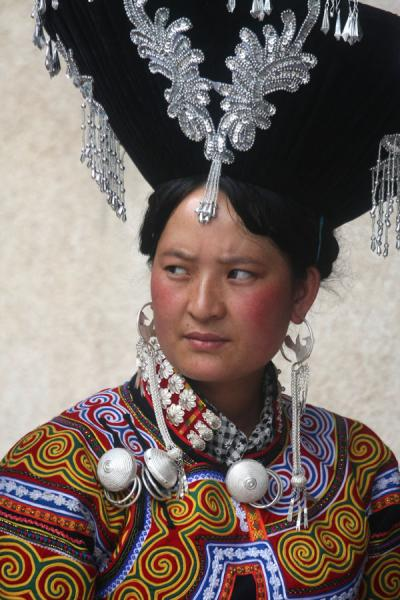 Foto van Yi woman with a decorated fantastic hatPuge - China
