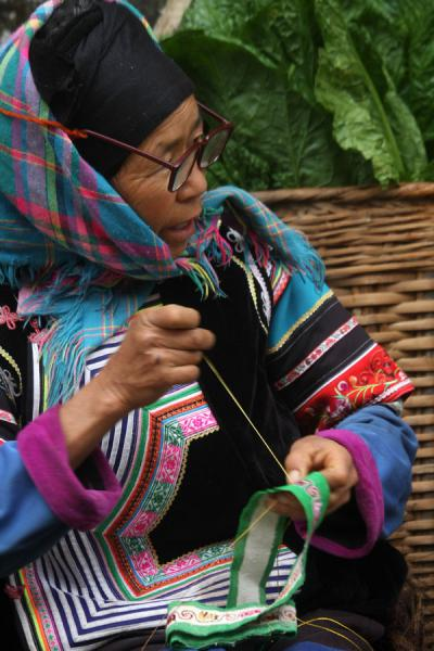 Working on embroidery at the market |  | 中国