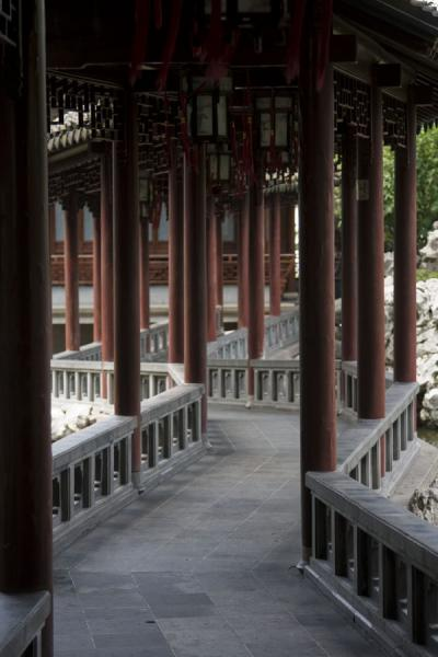 Picture of Jade Water corridor: wooden columns on a zig-zag bridge in Yuyuan Garden