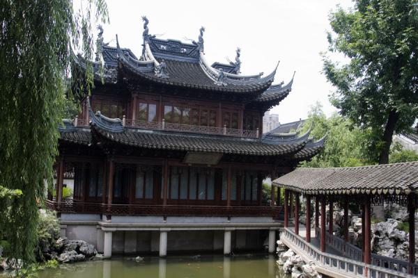 Hanbi Tower in Yuyuan Garden with zig-zag bridge | Yuyuan Garden | China