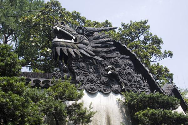 Picture of Yuyuan Garden (China): End of a dragon wall marked by large dragon head