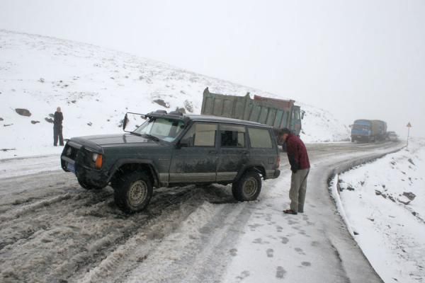 Picture of Zheduo pass (China): Zheduo pass: jeep stuck on the slippery snow
