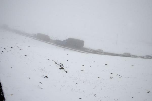 Picture of Zheduo pass: traffic jam for unprepared drivers in September