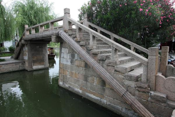 Foto van Yongquan bridge in Zhujiajiao at the top of North streetZhujiajiao - China