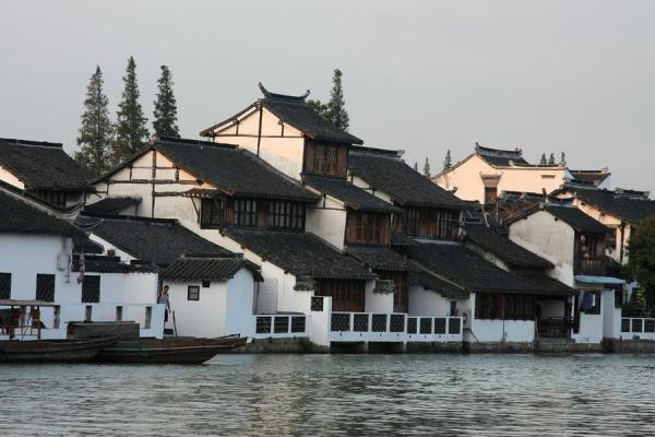 Typical canal houses in Zhujiajiao on river Chaogang | Zhujiajiao Canal Town | China
