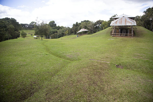 Foto di Overview of the Alto de los Ídolos site which the pre-Hispanic inhabitants of the area alteredIsnos - Colombia