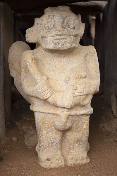 Photo de One of the guardian statues in a tomb at Alto de los ÍdolosIsnos - Colombie