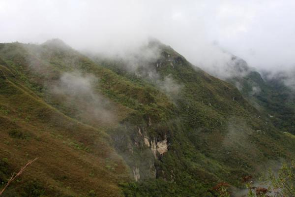 Mountain ridge of El Aguacate with cliffs | Alto Aguacate tombs | Colombia