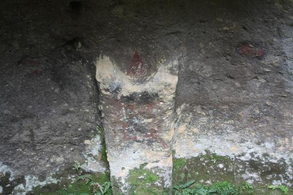 Detail of a subterranean tomb with mmoons on the wall | Alto Aguacate tombs | Colombia