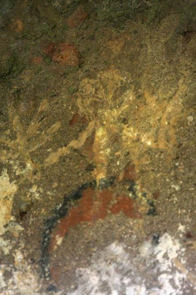 Figure in colours painted on the wall of a subterranean tomb | Alto Aguacate tombs | Colombia