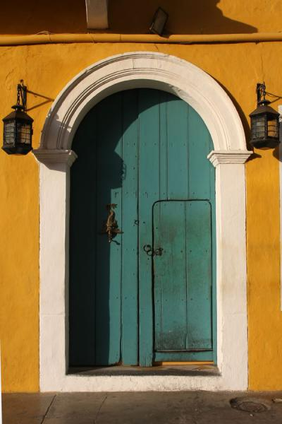 Picture of Door with lanterns in Cartagena