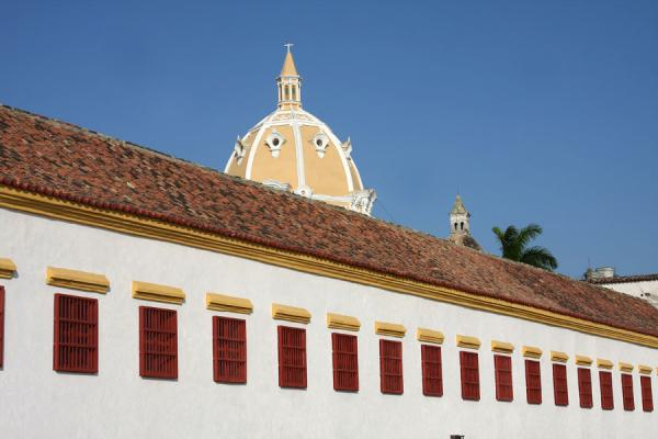 Naval Museum and the cupola of the Iglesia de San Pedro | Cartagena de Indias | Colombia