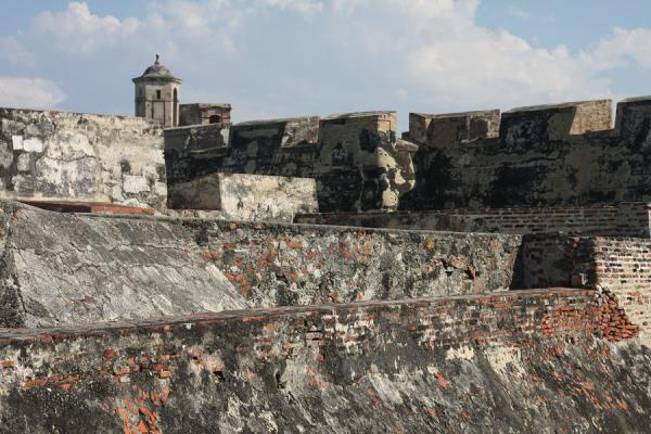 Thick walls and crenels protecting the fortress of San Felipe | Castillo San Felipe de Barajas | Colombia