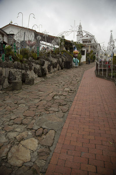 Foto di The Via Crucis leads up to the Nuestro Señor de Monserrate churchBogotá - Colombia