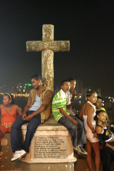 Colombians taking a rest at a cross | Colombian people | Colombia