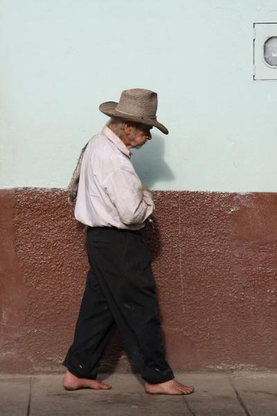 Old man walking the street | Colombian people | Colombia