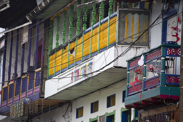 Close-up of colourful balconies in Filandia | Filandia | Colombia