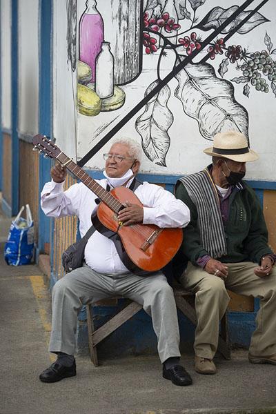 Musician at a street corner in Filandia | Filandia | Colombia