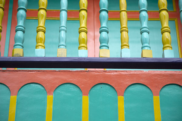 Detail of one of the brightly coloured houses of Filandia | Filandia | Colombia