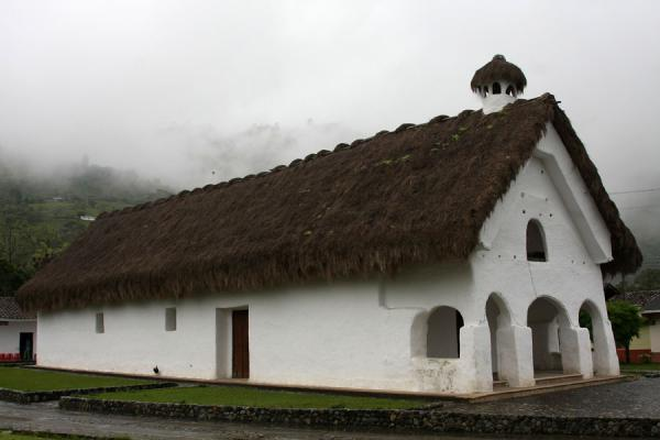 The typical thatched-roof church of San Andrés de Pisimbalá | Iglesia San Andrés de Pisimbalá | Colombia