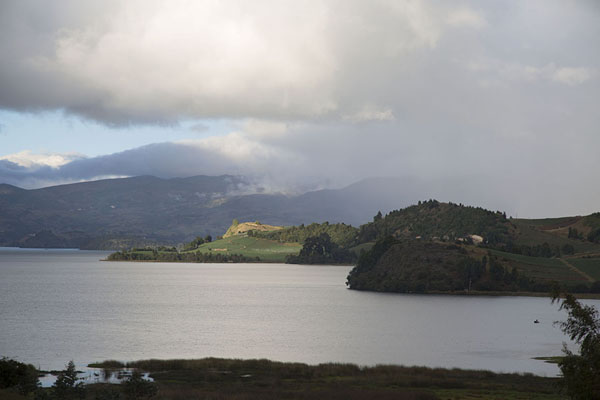 Foto van Clouds over the hills surrounding Lake Tota - Colombia - Amerika