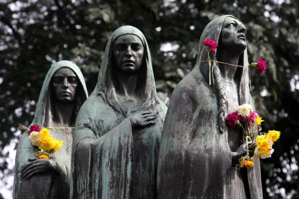 Picture of Statues of three women with flowers at San Pedro Cemetery