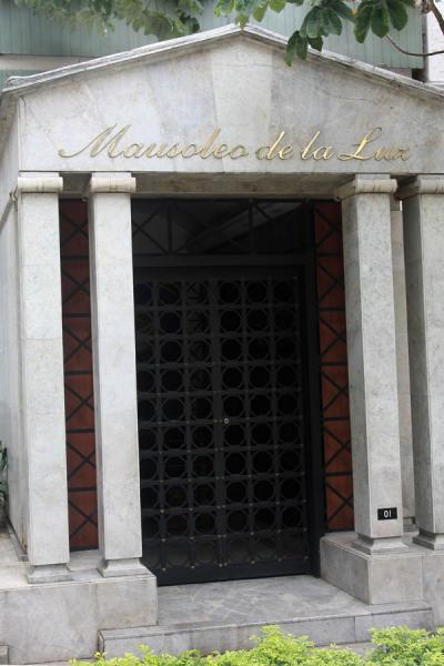 Foto van Cremated persons are kept in the Mausoleo de la Luz - Colombia - Amerika