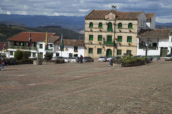 Foto de Looking out over the central square of Monguí with the Casa de Gobierno - Colombia - América