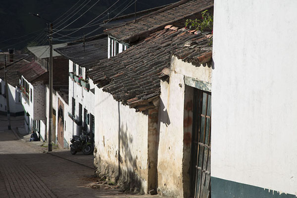 Foto di Street in the colonial town of Monguí - Colombia - America