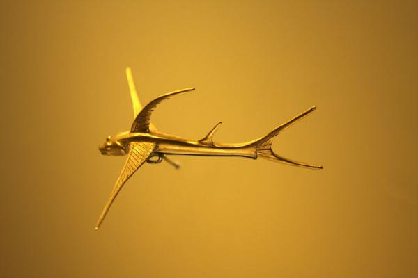 Picture of Elegant flying fish made of gold in the Gold Museum