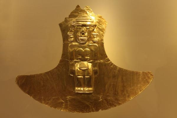 Picture of Museo del Oro (Colombia): Golden artifact on display in the Gold Museum