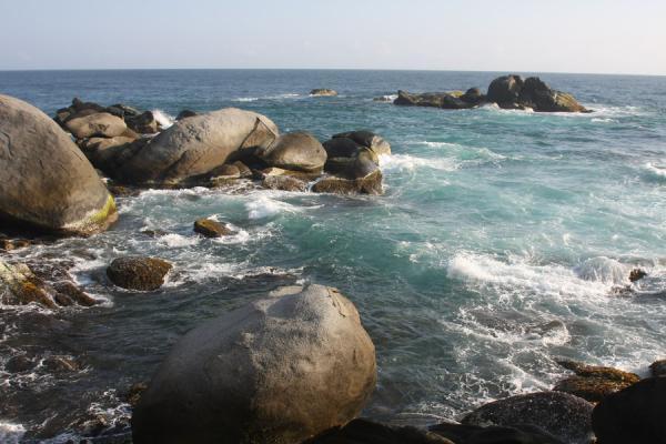 Foto de Rocky shore in Parque Nacional TayronaTayrona - Colombia