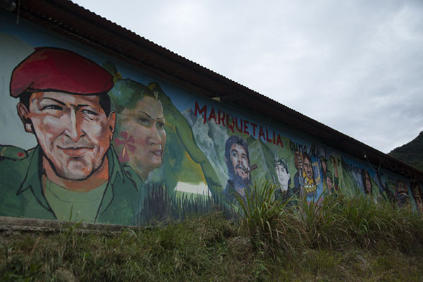 Farc figures painted on a wall in El Oso | Peace road to Marquetalia | Colombia
