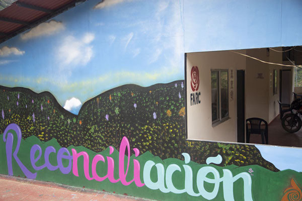 Wall painting on a building in El Oso, geared towards reconciliation | Peace road to Marquetalia | Colombia