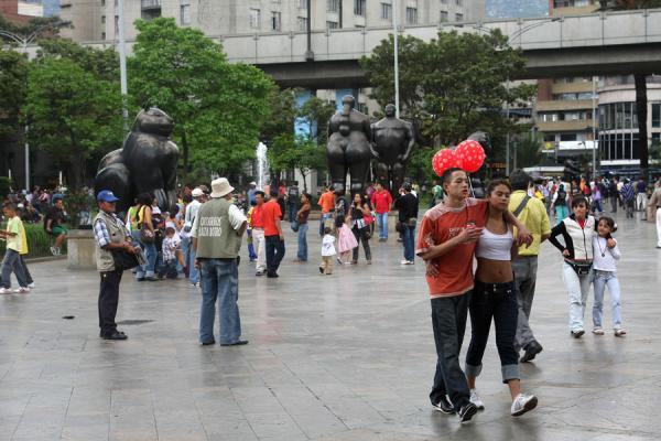 Colombians walking on Botero Square and enjoying the statues of the famous Colombian sculptor | Plaza Botero | Colombia