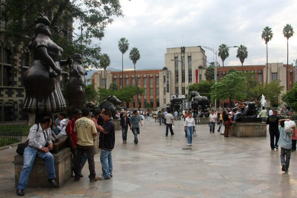 People walking on Plaza Botero and enjoying the statues | Plaza Botero | Colombia