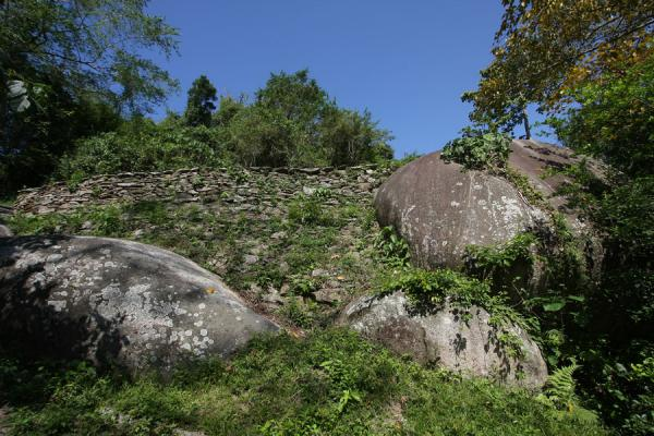 Stone wall built on boulders at Pueblito | Pueblito Chairama ruins | Colombia