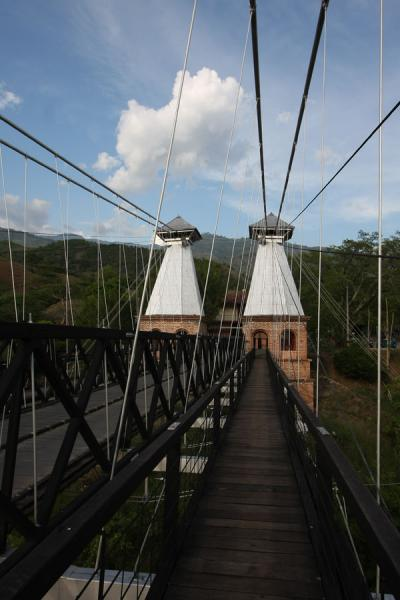 Picture of Puente de Occidente (Colombia): Walkway leading towards the eastern side of the bridge