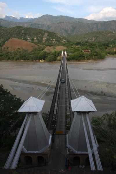 Picture of Puente de Occidente (Colombia): Suspension bridge seen from above: the Puente de Occidente