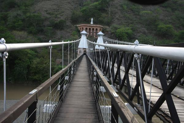 Picture of Puente de Occidente (Colombia): Western side of the Puente de Occidente