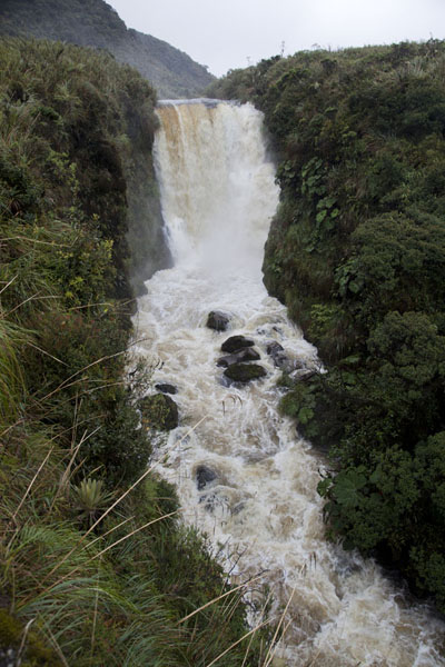 Foto van The thundering Cascada Bedon waterfallPuracé - Colombia