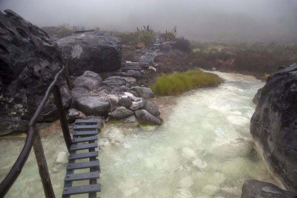 Foto van Wooden bridge over the thermal waters of San JuanPuracé - Colombia