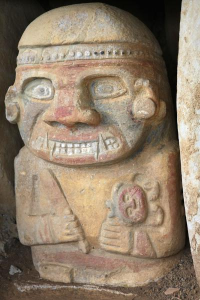The king at the tombs of El Purutal: the only coloured statues of the region | San Agustín Archeological sites | Colombia