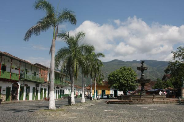 Picture of Palm trees and fountain on the main square of Santa Fé de Antioquia