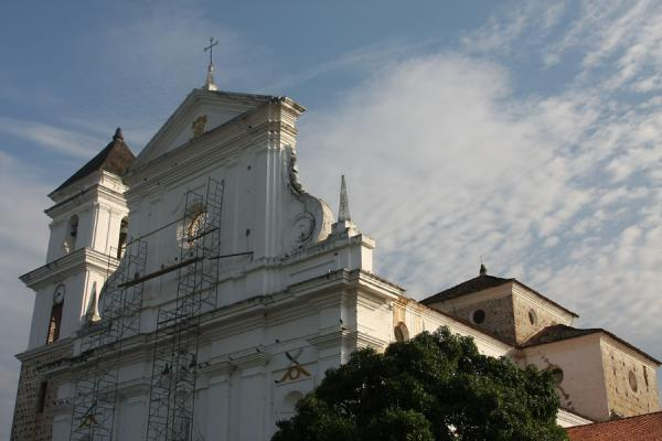 Picture of White-washed cathedral of Santa Fé de Antioquia