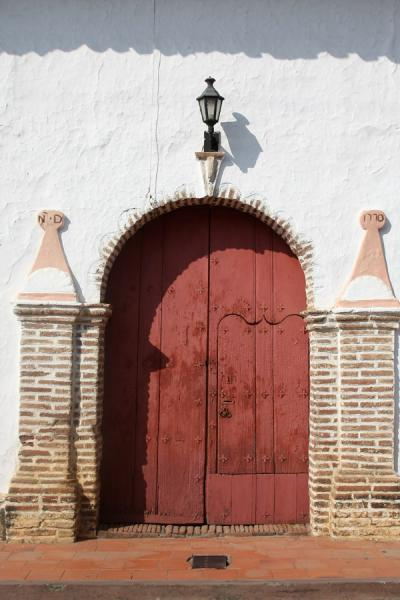 Picture of Wooden door in typical colours in colonial house in Santa Fé