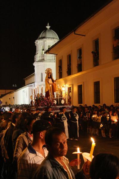 Worshippers walking along in the Semana Santa procession in Popayán | Semana Santa Popayán | Colombie