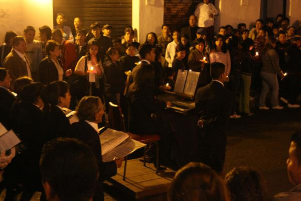 Complete orchestras are an integral part of the Semana Santa procession - 哥伦比亚