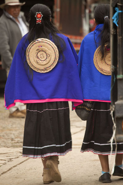 Foto van Guambiano girls with typical hat on their back at the market of SilviaSilvia - Colombia
